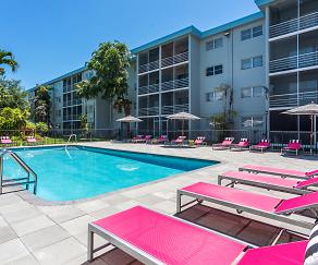 Pool, Aventura Oaks