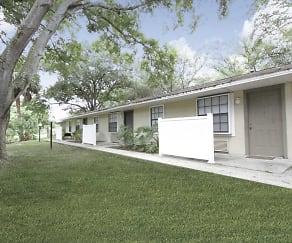 Building, Grand Oaks Apartment Homes