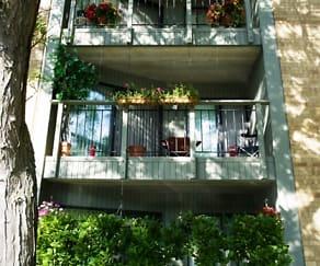Building, Salem Green Apartments