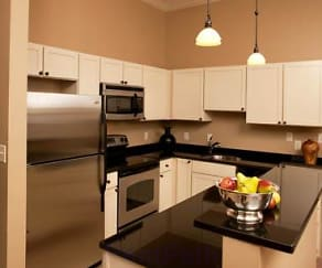 Kitchen, Chestnut Green Apartments