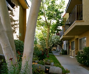 Parkwood Apartments, Willow Springs, CA