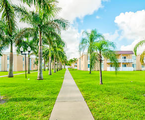 Courtyard, Windsor Forest Apartments