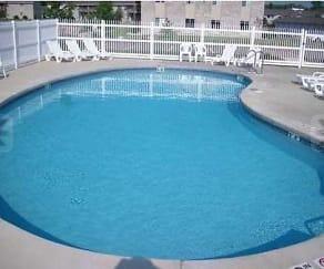 Pool, Fox Point Apartments