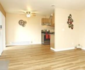 Fully Renovated with all new plank flooring, Willow Green Village