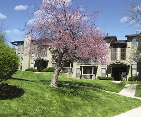 Courtyard, Polo Run Apartments