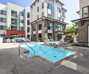 Pool, Metro Gateway