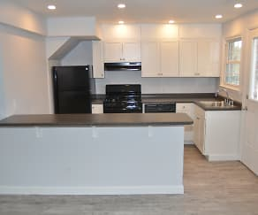Kitchen, Townhomes at Meadowbrook Village