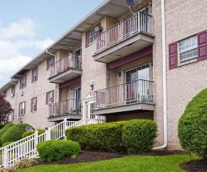 Building, Mill Run Apartments