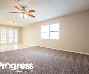 Living Room, 411 Greenfield Rd