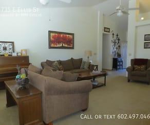Living Room, 5735 E Ellis St