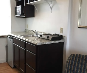 Travelers Suites & Melbourne Suites, Salem, OH