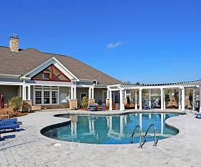 Pool, Grandview Pointe at Millbrook