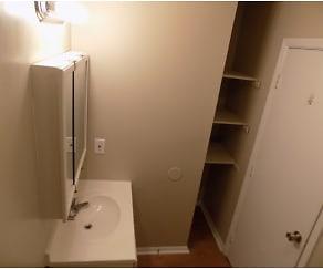 Bathroom, Shady Tree Apartments