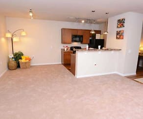Spacious dining room area in addition to the kitchen breakfast bar., Waterstone At Jenks