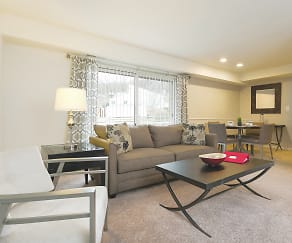 Living Room, The Apartments at Saddle Brooke