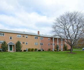 Building, Levittown Trace Apartments