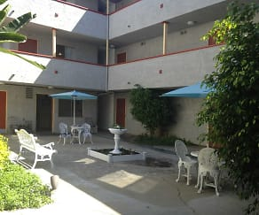 Courtyard, Wright Avenue Apartments