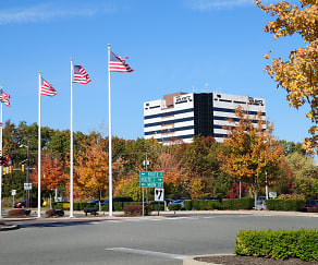 Woodbridge Center Plaza