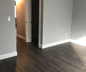 Living Room, 321 Lake Blvd
