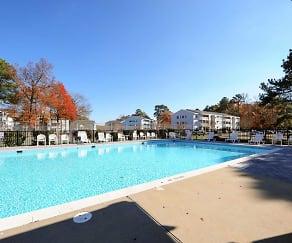 Pool, Grafton Station Apartments