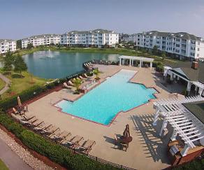 Pool, Brenneman Farm Apartments