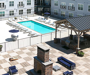 Pool, Lincoln Place Apartments
