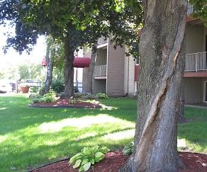 Courtyard, Johnson Parkway Apartments