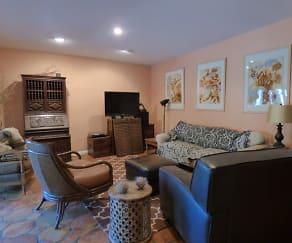 Living Room, 1585 Chestnut Avenue