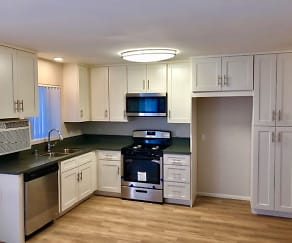 Kitchen, Towne Center Garden Apartments
