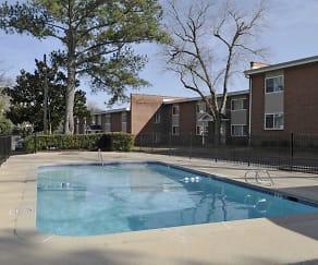 Pool, Lenox Woods