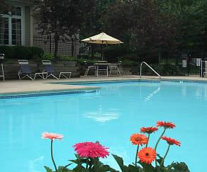 Pool, Arbor Lakes