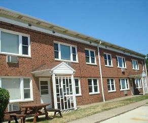 Building, Wickliffe Manor
