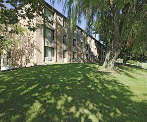 Building, Riverwood Court Apartments
