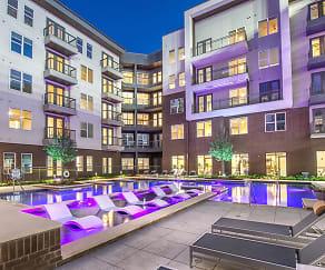 Pool, Modera Hall Street