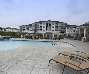Pool, Spruce Ridge Apartments