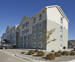 Building, WoodSpring Suites Williston