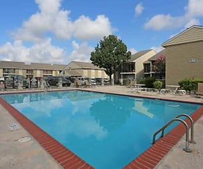 Pool, Winding Trails Apartments