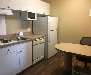 Kitchen, Furnished Studio - Detroit - Auburn Hills - Featherstone Rd.