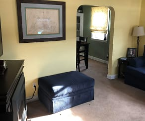 Living Room, 971 S Hills Blvd