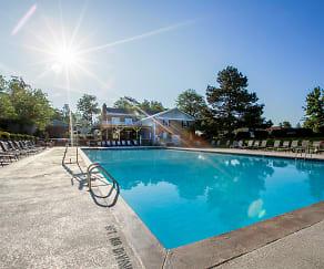 Pool, Olde Montgomery