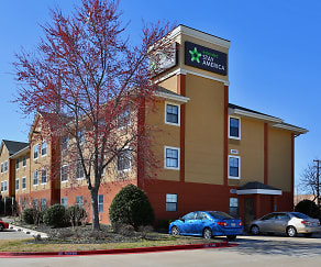 Building, Furnished Studio - Oklahoma City - NW Expressway