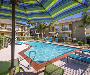 Pool, Heights at 2121