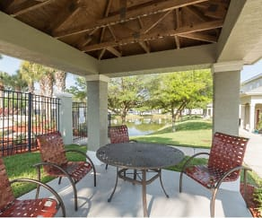 Outdoor lounge areas, The Highlands at Heathbrook