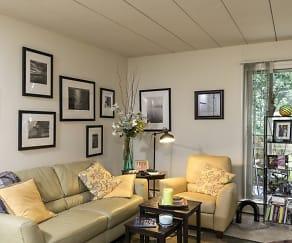Living Room, Brandywine Hills Apartments
