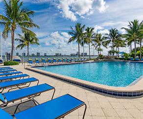 Pool, Marina Key