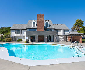 Pool, Lenexa Crossing Apartments