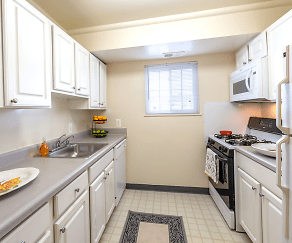 Kitchen, Dulles Glen