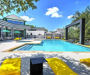 Pool, Clover on Park Lane