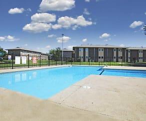 Pool, Plaza Hills East