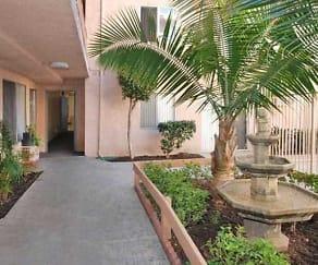 Courtyard, Balboa Pointe Apartments
